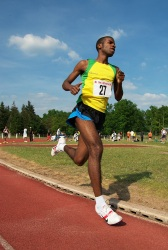 Interclubs de Nemours - 2010 (6) (Photo d'un coureur de 1500m aux interclubs de Nemours 2010 (77))